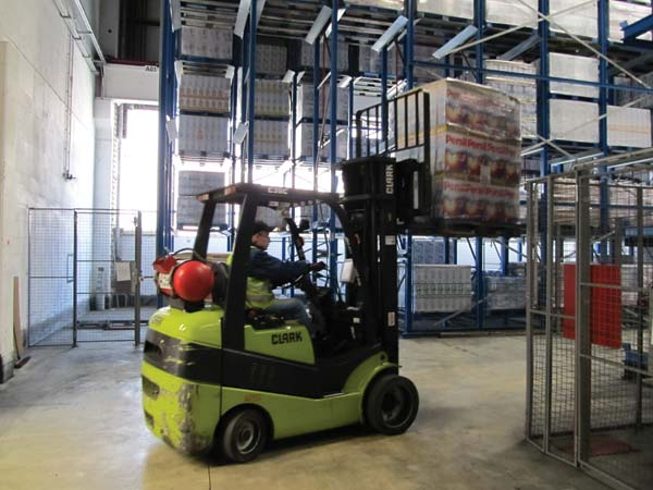 economical powerful reliable dsseldorf warehouse specialist scheren has been using clark forklifts since 1980 green power for permanently high - Warehouse Specialist
