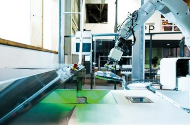 KNAPP-robot-technology-for-automatic-picking-of-fashion-and-ecom-articles
