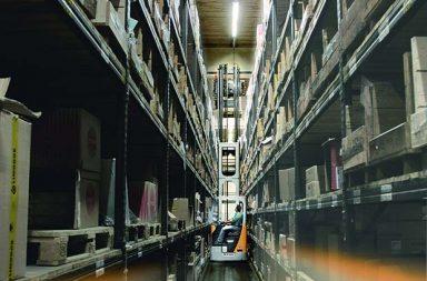 rfid-narrow-ailse-warehouse-image10